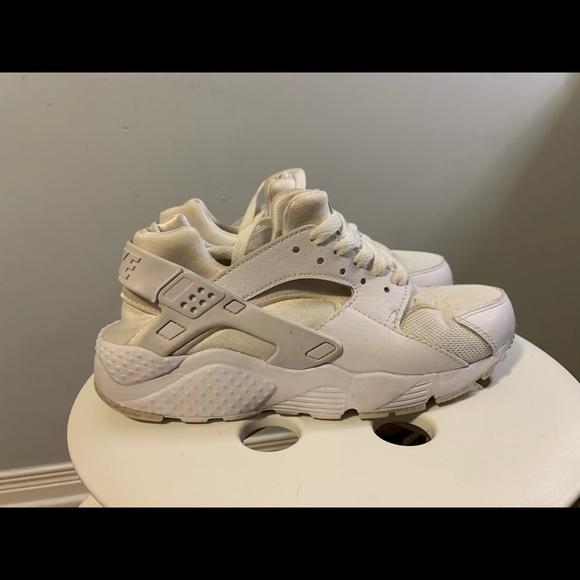 Women's Nike Air Huarache Triple White Size 5.5W